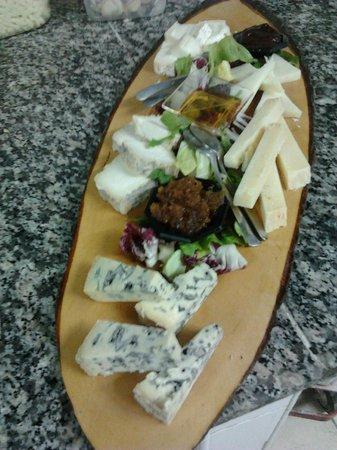Vetralla, Italy: misto di formaggi
