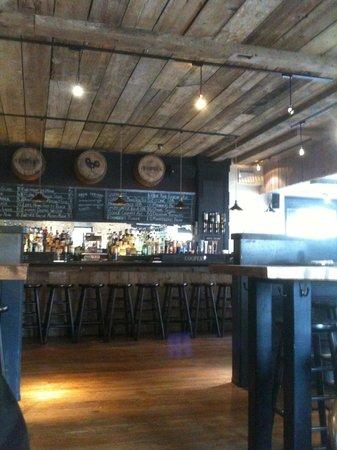 Cooper's Tavern: The bar