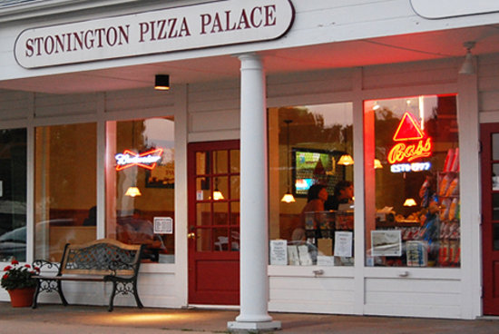 Stonington Pizza Palace: Storefront