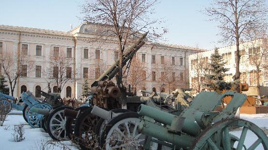 National Military Museum Bucharest: various pieces of artillary