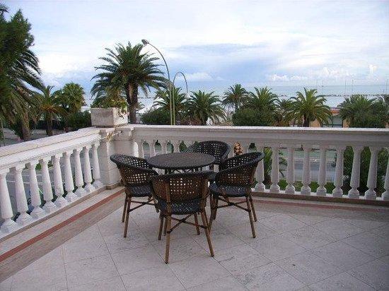 Hotel Progresso: Spacious balcony overlooking the sea