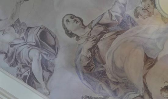 Chateau Heralec - Boutique Hotel & Spa by L'OCCITANE: Fresco in the entrance hall