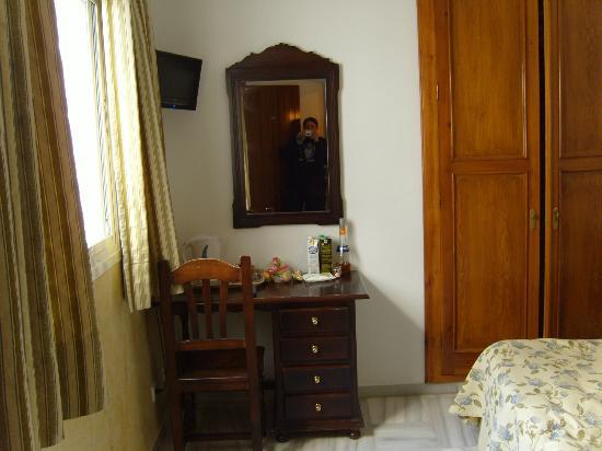 Hostal Plaza Cantarero: bedroom