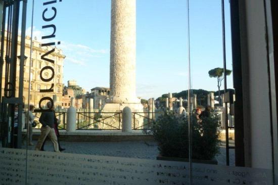 Enoteca Provincia Romana : View to the street