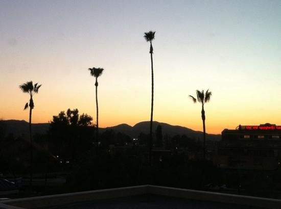 Country Inn & Suites By Carlson, San Bernardino (Redlands): sunset view from top floor