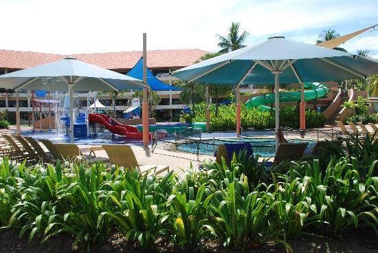 Shangri-La's Tanjung Aru Resort & Spa: Pool area