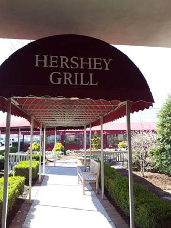 The Hershey Grill at the Hershey Lodge: entrance