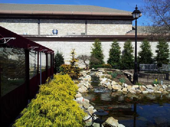 The Hershey Grill at the Hershey Lodge: patio view