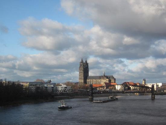 Magdeburgo, Alemania: Blick über die Elbe
