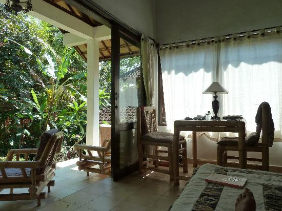 Jati 3 Bungalows: main living room and garden