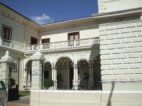 La Perla Hotel: La Perla Entrance