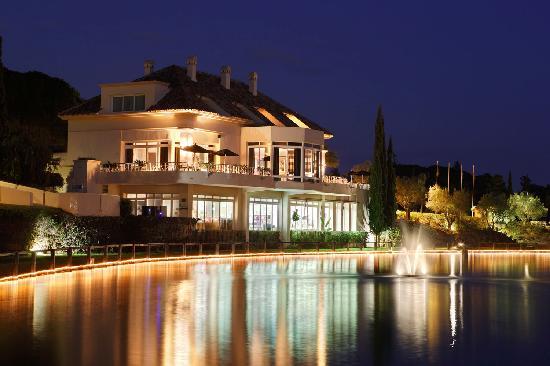 Apartamentos Greenlife Golf: El Lago de noche