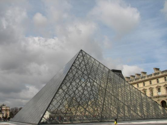 City Wonders : The Louvre Pyramid