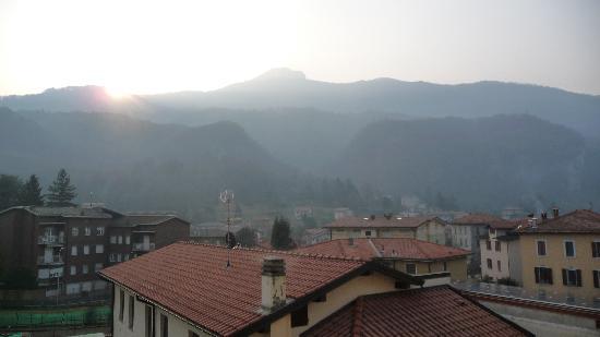 Albergo Sala - Sirena Wellness : Рассвет в Альпах - вид с балкона номера 10