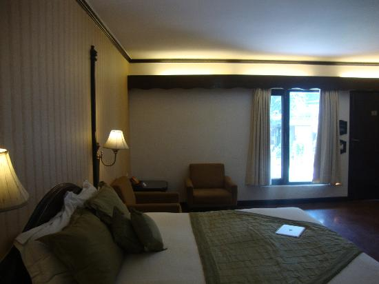 Shervani Hilltop: Room 104 Snap 2