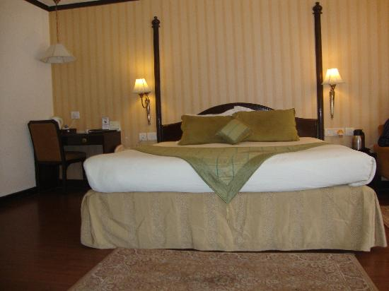 Shervani Hilltop: The Cozy Bed