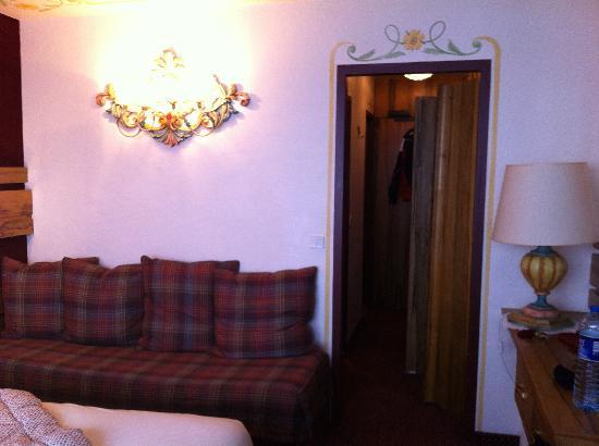 Hôtel Alpen Ruitor : vue de la chambre : ambiance traditionnelle