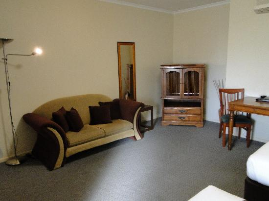 Quality Inn & Suites The Menzies: Sofa,table and chairs,TV cabinet.