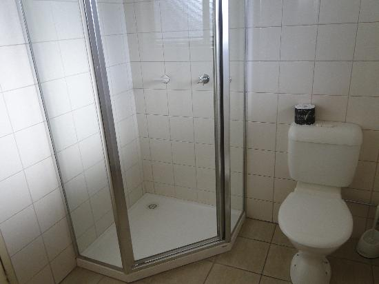 Quality Inn & Suites The Menzies: Nice bathroom but tiny shower.