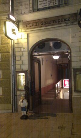 Afium: Entrance