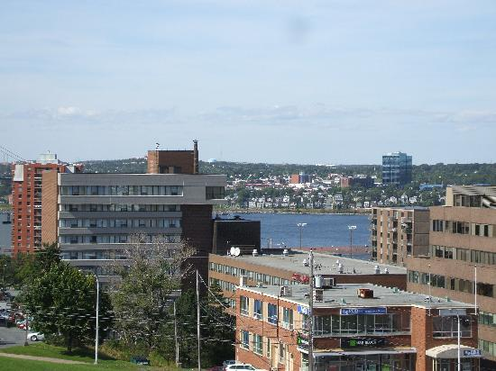 ‪دلتا هاليفاكس: View of Halifax from The Citadel and Old Town Clock.‬