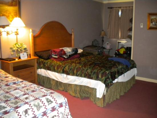 The Village Inns of Blowing Rock: Hillwinds Inn: Double Full Size Beds