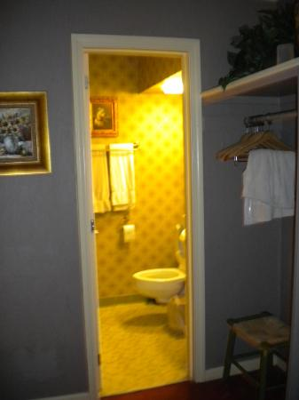 The Village Inns of Blowing Rock: Hillwinds Inn: Bathroom