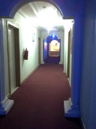 Ex-Tee Crystal Hotel : Hotel lobby at night