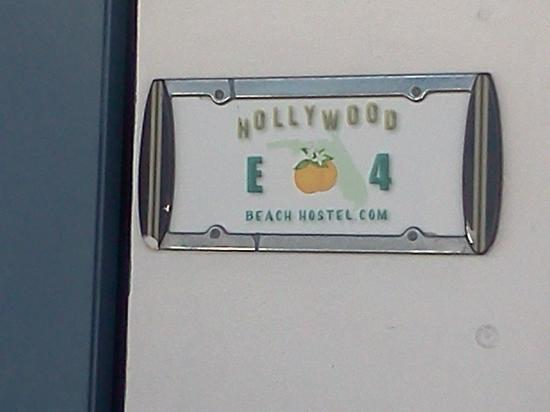 Hollywood Beach Suites, Hostel and Hotel: cute license plate style room markers