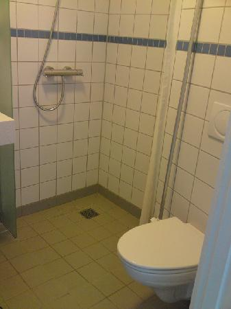 BB-Hotel Aarhus, Havnehotellet : Clean modern toilet.