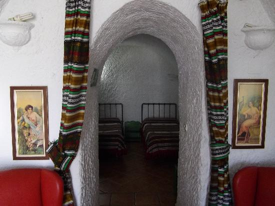Cuevas Pedro Antonio de Alarcon: Entrance hall and main bedroom