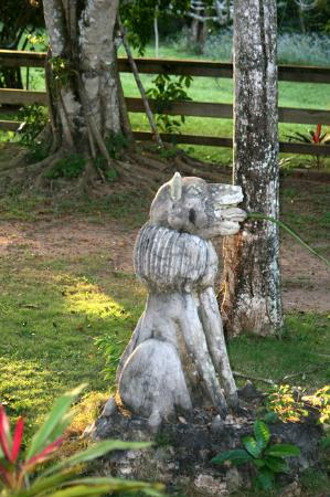 Crystal Paradise Resort: A statue on the grounds