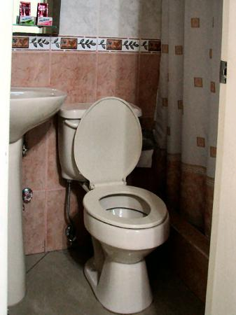 Hotel Jeshua : Our bathroom