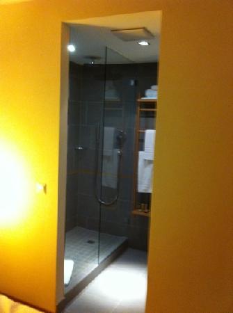 mainhaus Stadthotel: Dusche Business Zimmer