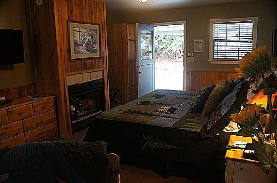 Prescott Pines Inn Bed and Breakfast: Cleome