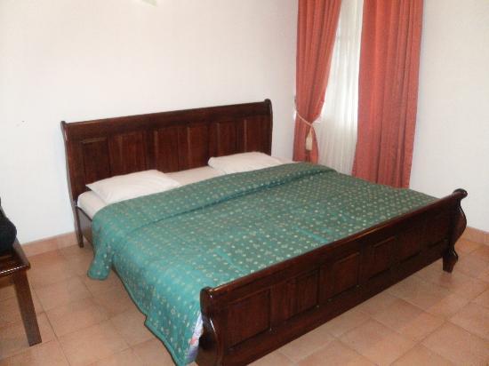 Single Tree Hotel: cama comfortable