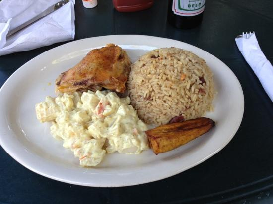 Hode's Place Bar & Grill: chicken, rice and beans for $10