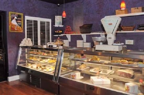 Paris Bistro and Bakery: bareky