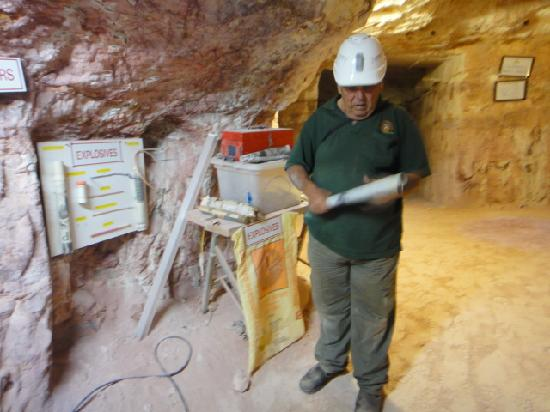 Tom's Working Opal Mine: Tour guide