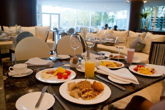 Holiday Inn Cartagena Morros: Desayuno