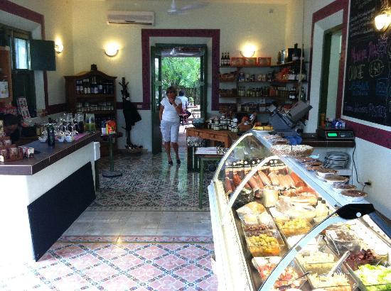 La Tienda Guido's: inside