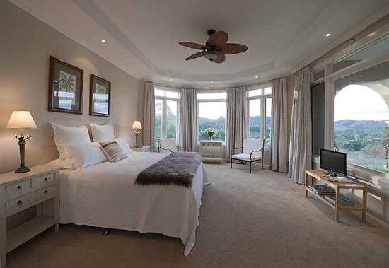 The Villa At Hannam Vale: The Lake View Room