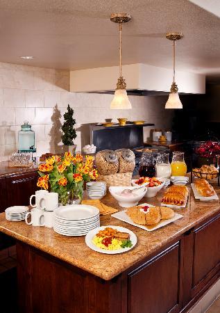Ayres Inn Corona East / Riverside: Complimentary Full Breakfast Buffet