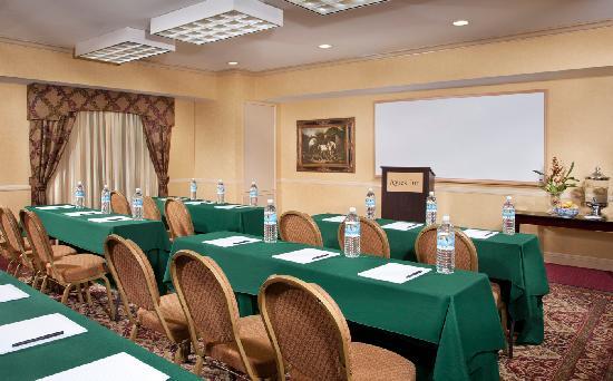 Ayres Inn Corona East / Riverside: Flexible Meeting Space