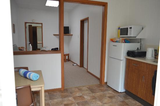 سومرست أبارتمنتس لورد هووي آيلاند: Kitchen & little Living Room