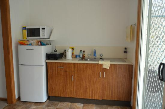 Somerset Apartments: kitchenette
