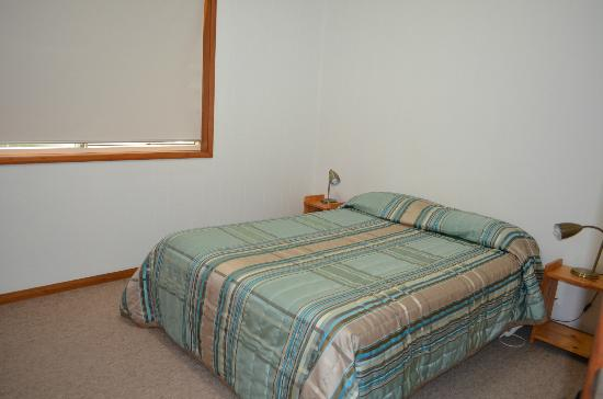 Somerset Apartments: Bedroom