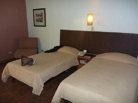 Guam Plaza Hotel : スーツケースを広げる余裕あり