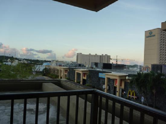 Guam Plaza Resort & Spa: 眺望はイマイチ。利便性優先の人にはピッタリ