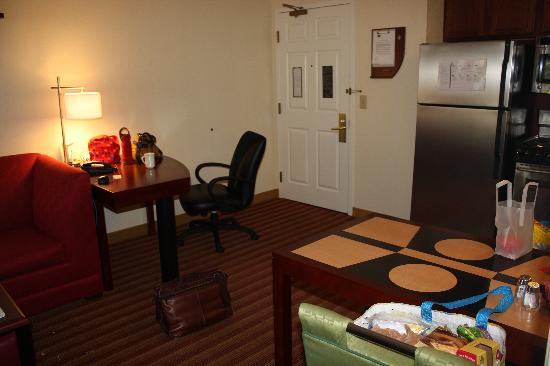 Residence Inn Sarasota Bradenton : Living-desk area